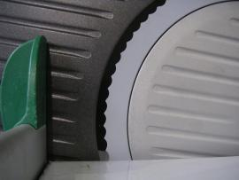 Зубчатый нож на слайсере